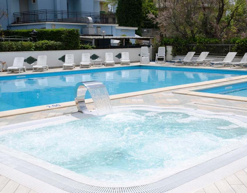 Piscine e Idromassaggio Hotel 3 stelle Bellaria Igea Marina