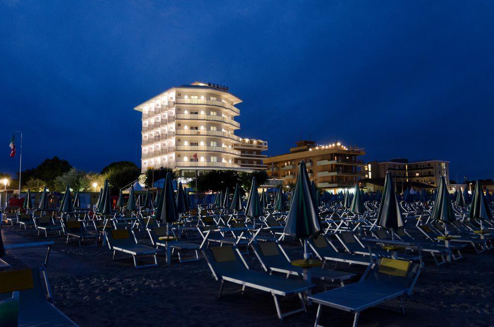 Vista notturna Hotel Mexico spiaggia di Bellaria